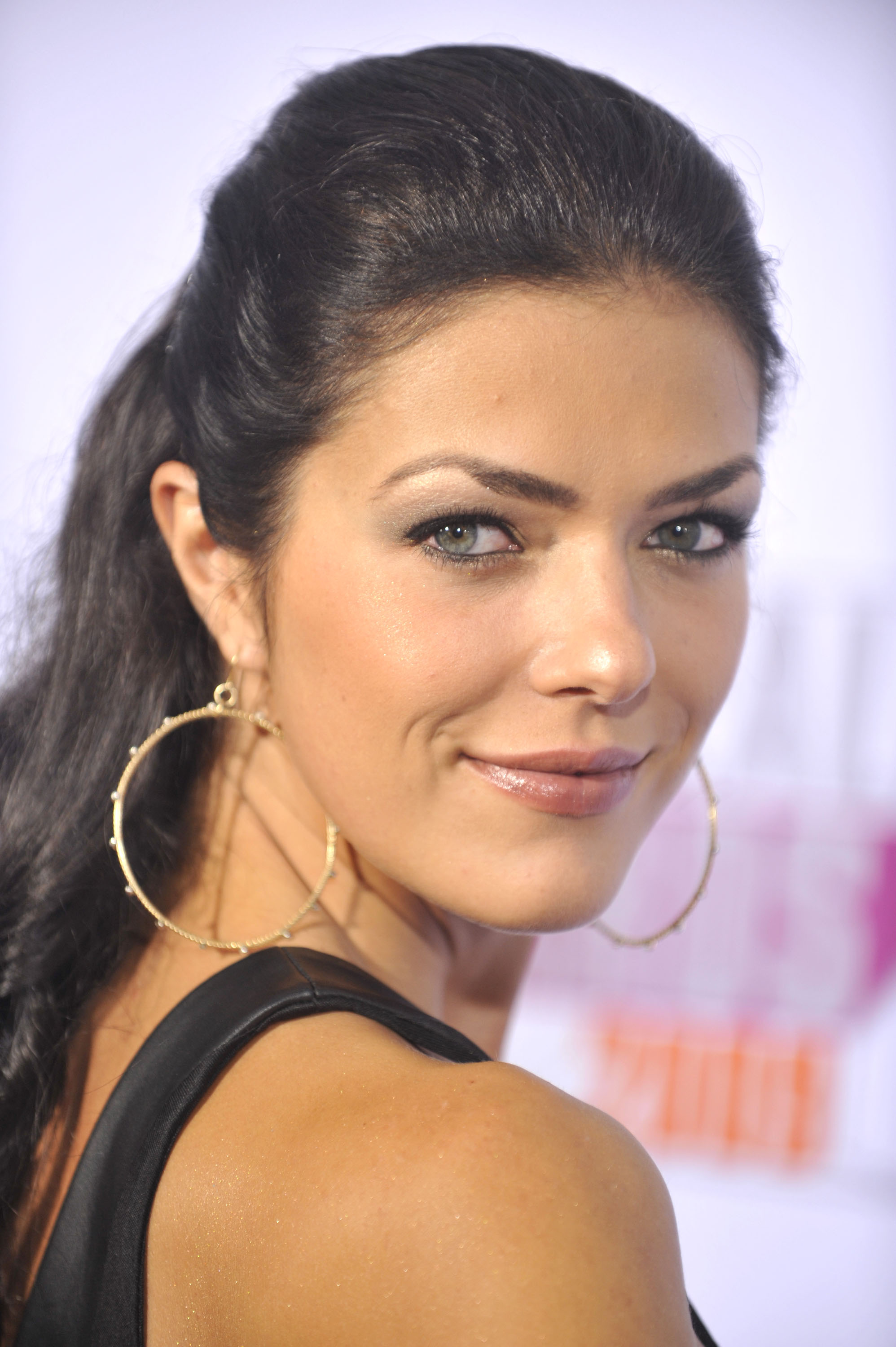 Adrianne Curry Supports Prop 19 Without Smoking Weed On TV