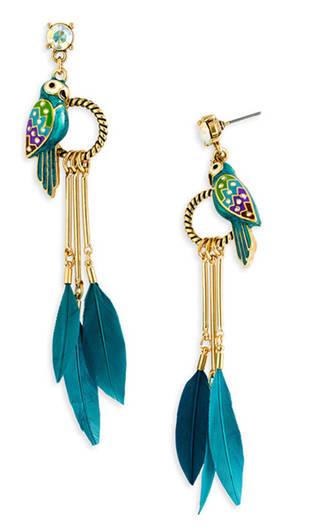 Fashion ID: Aria Montgomery's Flashy Feathers