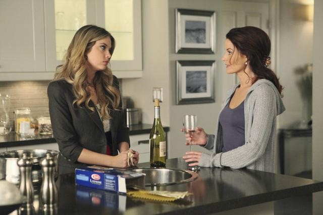"""A"" Becomes a Frenemy In Pretty Little Liars Season 1, Episode 13"