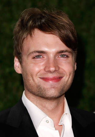 """On-Set Scoop: Fringe's Seth Gabel Says There's """"Definitely Love"""" Between Lincoln and Olivia"""