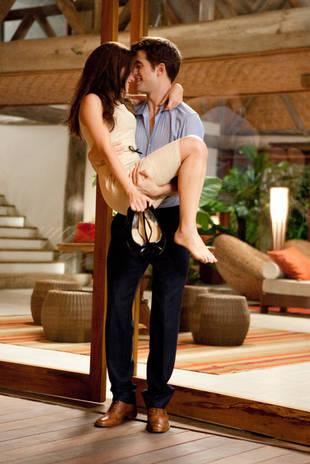 New Breaking Dawn Sneak Peek: Edward Sweeps Bella Off Her Feet (VIDEO)
