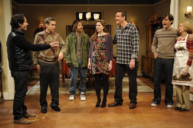 Jason Segel Hits on Kelly Ripa As Antonio Banderas, Makes Out With Paul Rudd on SNL