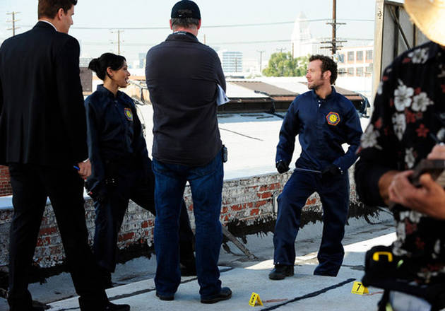 """Bones Sneak Peeks! New Clips From Tonight's """"The Daredevil in the Mold"""""""