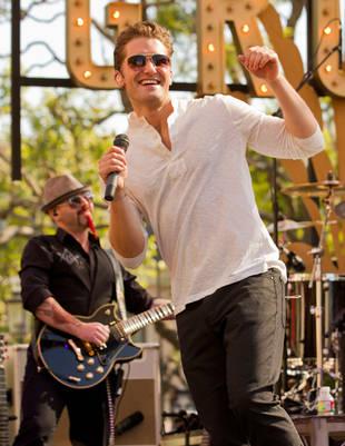 """First Listen! Matthew Morrison's Debut Single, """"Summer Rain"""""""