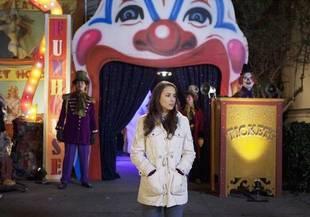 Emily Finds a Key From Alison! Pretty Little Liars: Season 1, Episode 21
