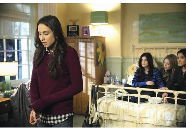 Who Crashed Into Spencer and Melissa During the Pretty Little Liars Finale?