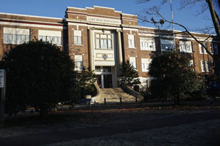 Spoiler: Expect More Scenes at Hollis College on PLL Season 2