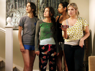 Spoiler: Two Rosewood Residents Will Become Roommates on PLL Season 2