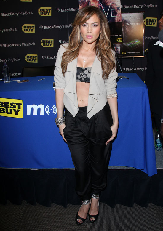 Steal Jennifer Lopez's Style: Bare Your Belly with a Crop Top!