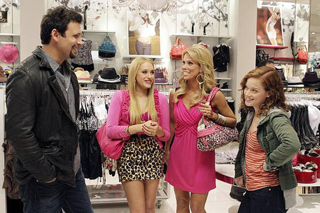 Move Over, Desperate Housewives! The Suburgatory Cast Spills on ABC's Newest Comedy