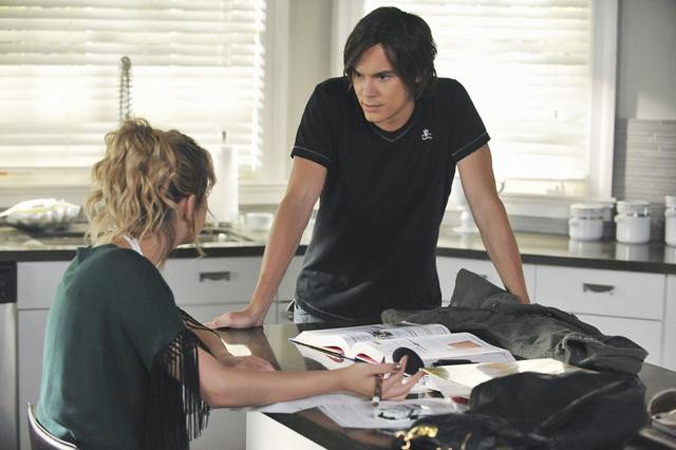 Lucas Comes Clean! OMG Moments From Pretty Little Liars Season 2, Episode 16