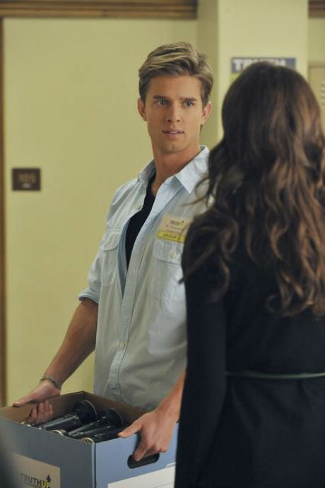 "Pretty Little Liars Spoilers: Jason Returns, The Girls Confront Kate in Season 2, Episode 19: ""The Naked Truth"" (PHOTOS)"