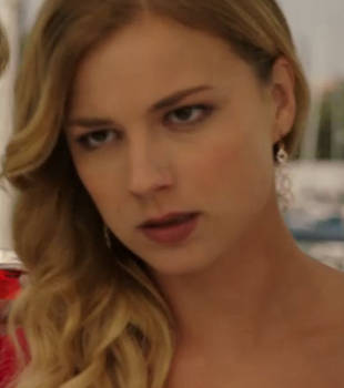 "What Is Emily Thorne's ""Croc"" Death Stare on Revenge?"