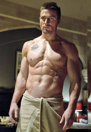 The CW's Arrow Gets a Full Season Pickup: Prepare For Lots More Shirtless Stephen Amell!