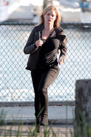Christa Allen, Connor Paolo, and Jennifer Jason Leigh Spotted Sprinting on the Revenge Season 2 Set (PHOTOS)