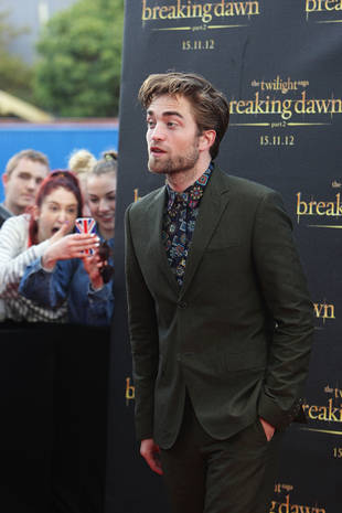 Is Robert Pattinson Swapping Clothes With Kristen Stewart? Check Out His Crazy-Patterned Shirt! (PHOTO)