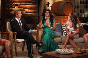 """Andy Cohen Calls Out Teresa Giudice For Getting Paid $6,500 For Her Tabloid """"Apology"""" (VIDEO)"""