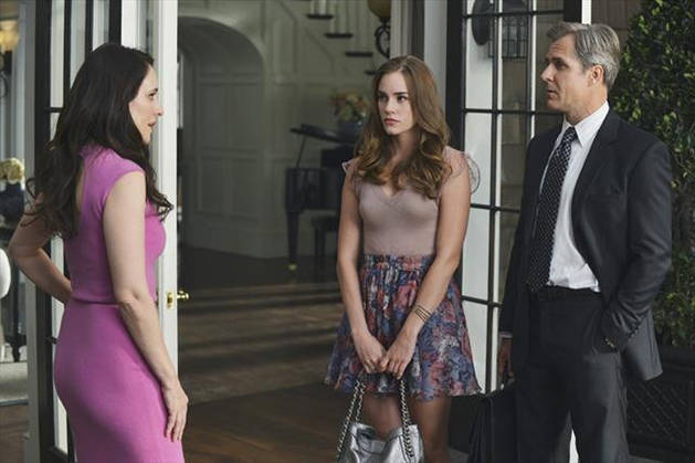 """Revenge Synopsis For Season 2, Episode 5: """"Forgiveness"""": Ghosts Return to Haunt the Hamptons!"""