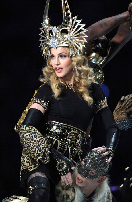 Madonna Falls on Stage and Rebounds Like a Pro – Girl Down! (VIDEO)
