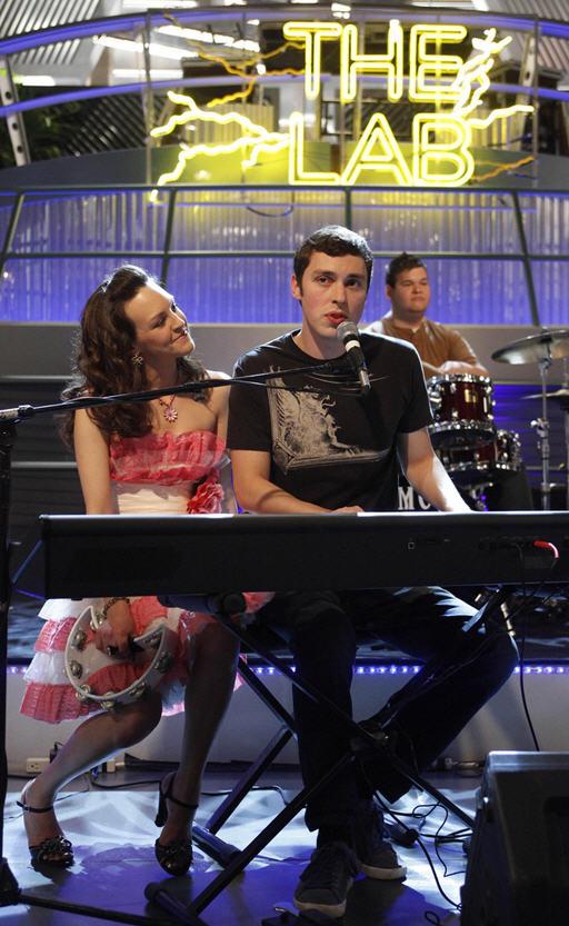 Top 3 OMG Moments From Bones Season 8 Episode 4 — Breakups, Breakdowns and Brains!