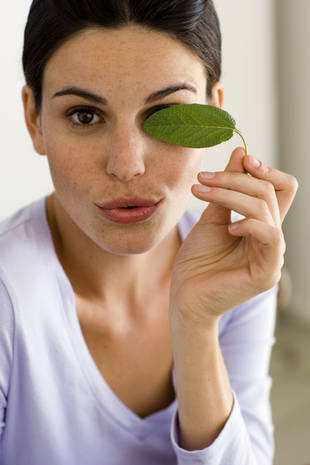 Mint Is For More Than Just Mojitos! Banish Under Eye Circles With This Common Herb