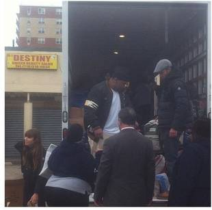 Jessica Biel and Justin Timberlake Volunteer to Help Sandy Victims in Queens