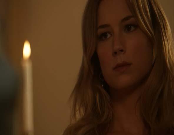 Revenge Season 2 Spoiler: Emily Thorne Stares Longingly at Amanda and Jack (VIDEO)