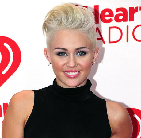 "Miley Cyrus: ""I Love Waking Up Next to This Boy"" (PHOTO)"