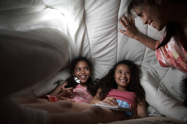 Don't Be Afraid of the Dark! Fun Games For Kids When the Lights Go Out