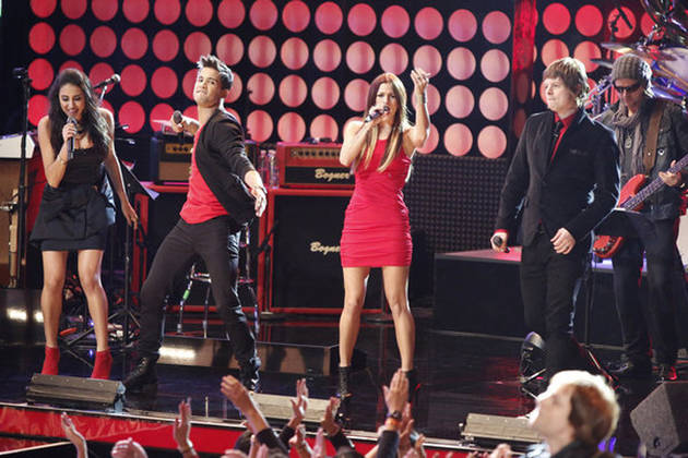 """Watch Team Blake and Team Christina Sing Pat Benatar's """"Hit Me With Your Best Shot"""" on The Voice Season 3 Live Results Show, Nov. 20, 2012 (VIDEO)"""