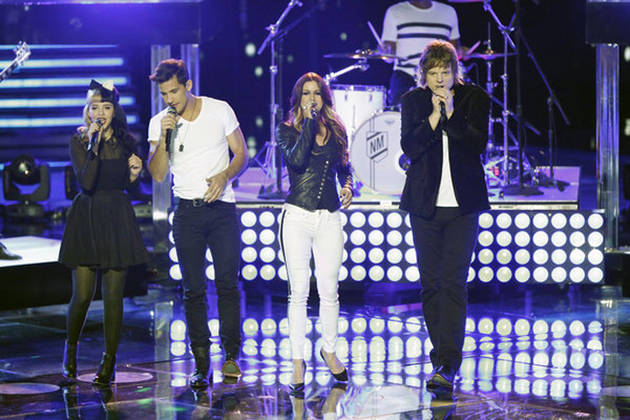 """Watch Cassadee Pope, Dez Duron, Terry McDermott, and Melanie Martinez Sing The All-American Rejects' """"Move Along"""" on The Voice Season 3 Live Show, Nov. 26, 2012 (VIDEO)"""