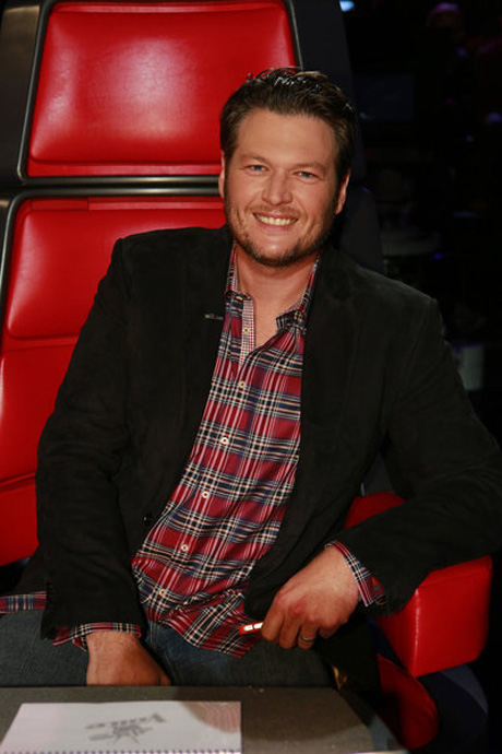 "Which Famous Female Comedian Is ""Smitten"" With Blake Shelton?"