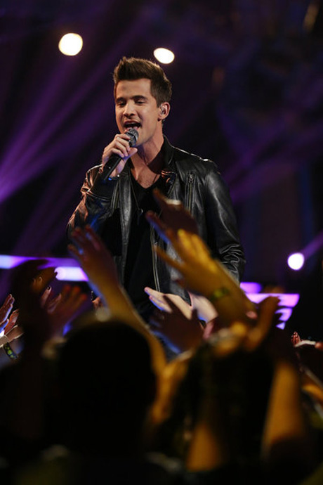 """Watch Cassadee Pope and Dez Duron Sing Rihanna's """"Hate That I Love You"""" on The Voice Live Results Show, Nov. 27, 2012 (VIDEO)"""