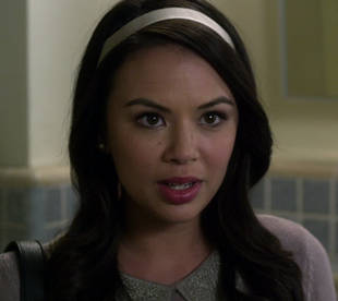 Pretty Little Liars Season 3 Winter Premiere Spoiler: Is Someone Tormenting Mona?