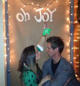 Holly and Blake Julian Get Caught Under the Mistletoe – Cute Pic of the Day