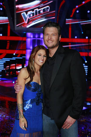 Cassadee Pope Reveals How Blake Shelton Rescued Her From an Embarrassing Situation (VIDEO)