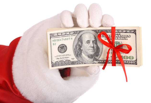 Secret Santa Hands Out Hundred Dollar Bills to Hurricane Sandy Victims