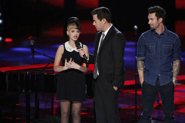 "Adam Levine Dances With Melanie Martinez and Calls Her an ""Angel"" (VIDEO)"