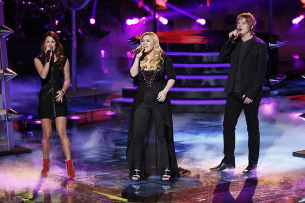 "Watch Kelly Clarkson Sing ""Catch My Breath"" With Cassadee Pope and Terry McDermott on The Voice Season 3 Live Finale, Dec. 18, 2012 (VIDEO)"