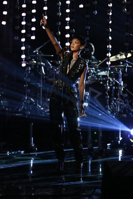 "Watch Rihanna Sing ""Diamonds"" on The Voice Season 3 Live Finale, Dec. 18, 2012 (VIDEO)"