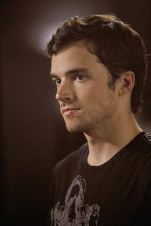 You Tell Us: Should Ezra Leave Aria and Go to New Orleans on Pretty Little Liars?