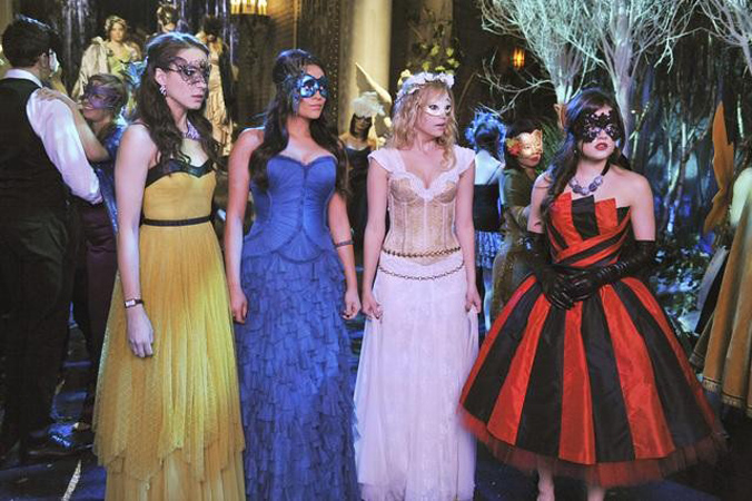 """The Pretty Little Liars Stars Will Reveal """"A"""" Clues on Good Morning America"""
