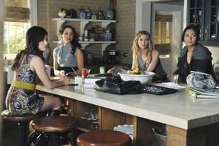 """""""We're Team Sparia!"""" Quotes From Pretty Little Liars Season 2 Finale"""