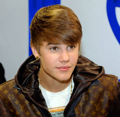 Justin Bieber Posts Another Random Phone Number on Twitter, Facing Lawsuit This Time