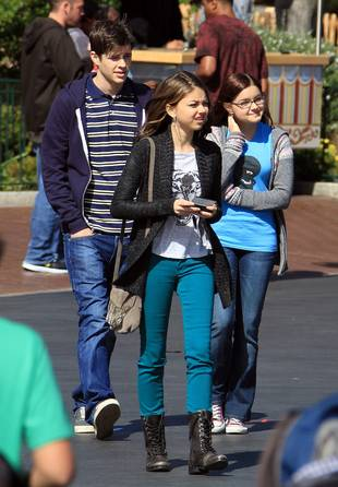 Spotted: Real Life Couple Sarah Hyland & Matt Prokop Film Modern Family Together (PHOTO)
