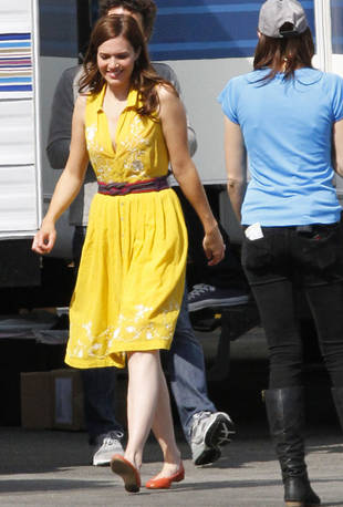 First Look at Mandy Moore in New ABC Sitcom! (PHOTO)