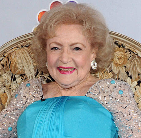 The Client List Finale Spoiler: Betty White Gives Jennifer Love Hewitt's Character Some Handy Advice