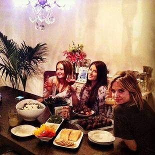 Pretty Little Liars Cute Pic: Ashley Benson and Shay Mitchell's Ladies' Night (PHOTO)