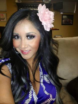 Snooki Dresses Fancy & Puts a Big Flower in Her Hair for a Baby Shower (PHOTO)