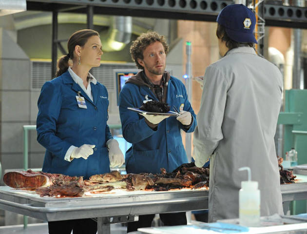 """Watch! All the Spoiler Clips From Bones Season 7, Episode 8: """"The Bump in the Road"""" (VIDEOS)"""